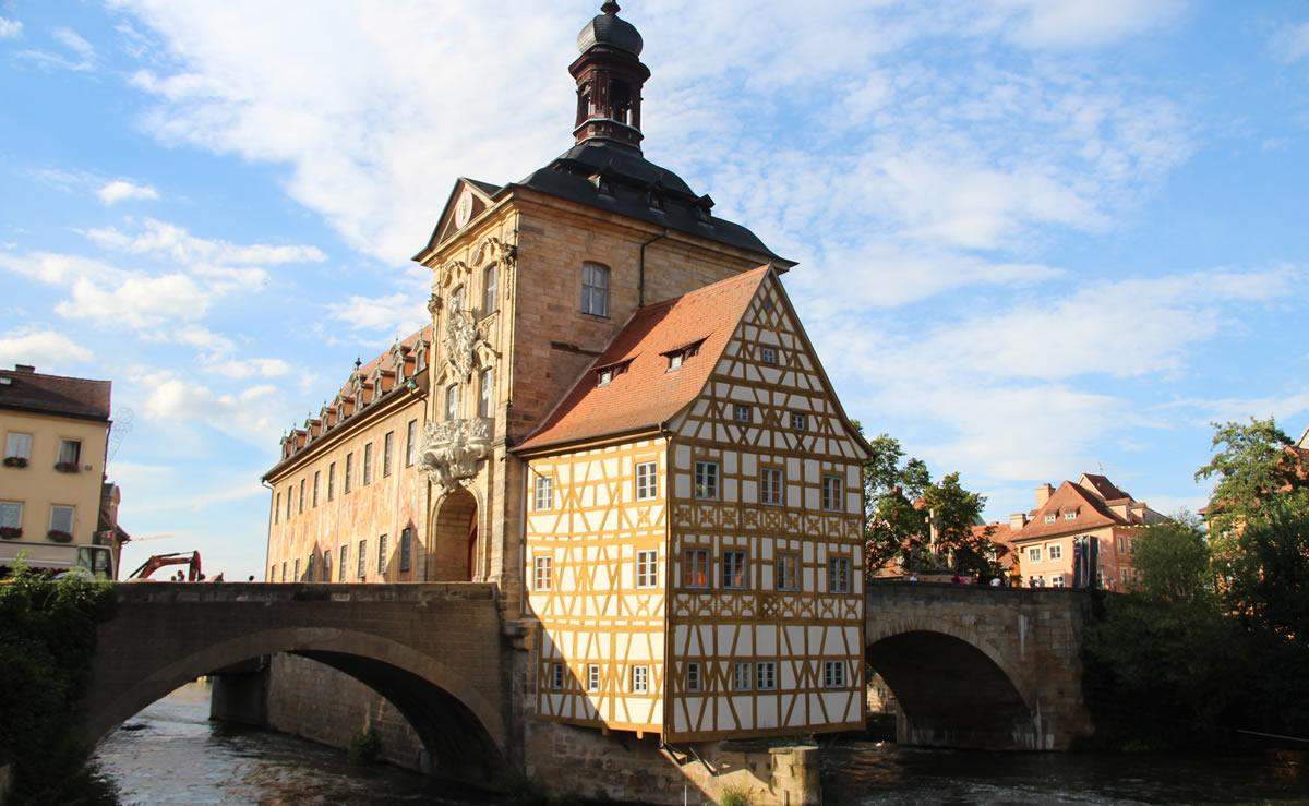 Viejo Ayuntamiento de Bamberg, sobre el río Regnitz. © Bayreuth.es
