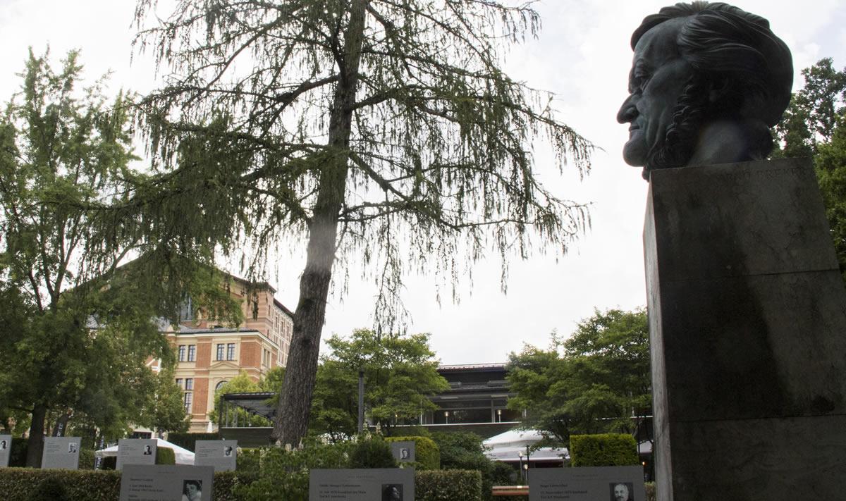 Parque Richard Wagner, con el Festspielhaus al fondo. © Bayreuth.es